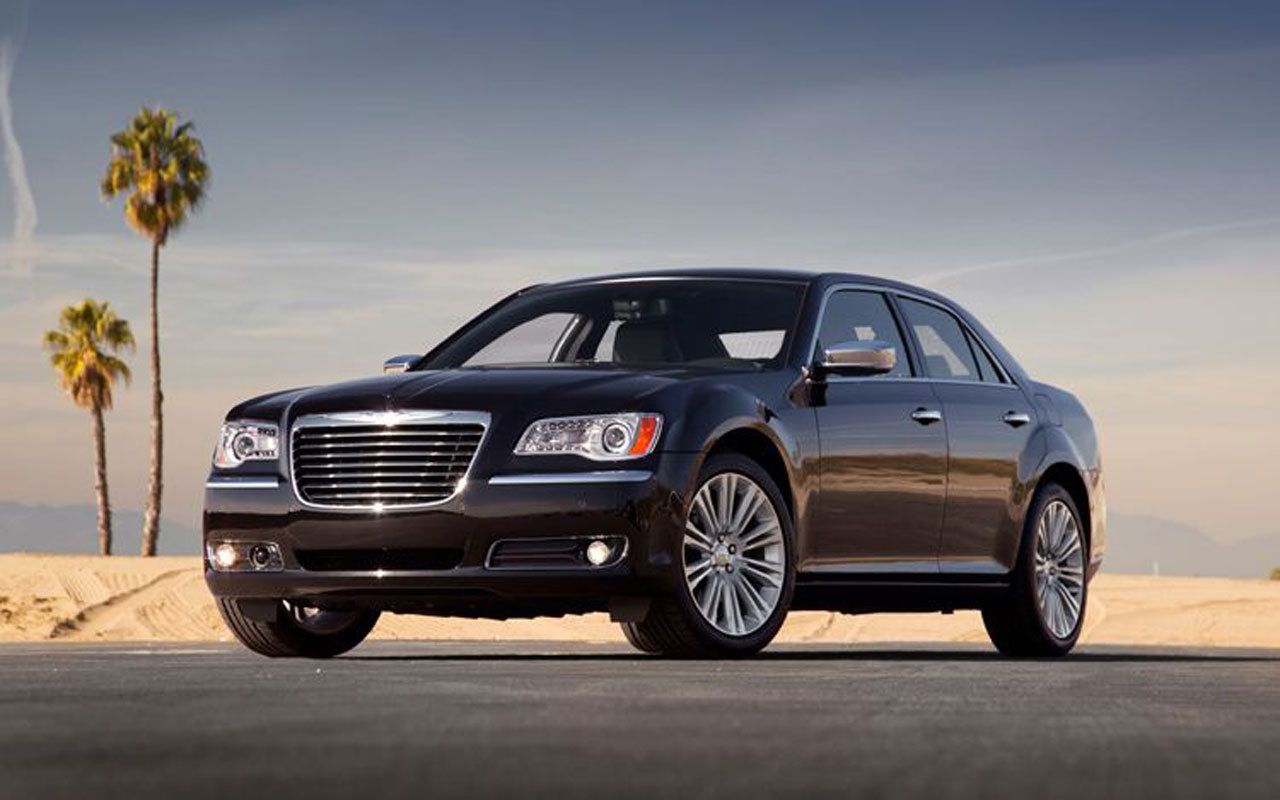2011 chrysler 300 c lancia thema for europe. Black Bedroom Furniture Sets. Home Design Ideas